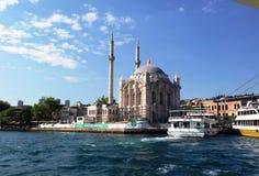 Moschee auf dem Bosphorus Stockbild
