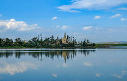 Moschee, Hala Sultan Tekke, am Aliki-Salzsee in Larnaka, Zypern Lizenzfreie Stockfotos