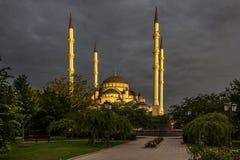 Moschee ` Herz von Tschetschenien-` an der Dämmerung lizenzfreies stockbild