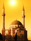 Moschee mit zwei Minaretts Lizenzfreies Stockfoto