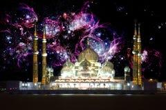 Moschee nachts mit galaktischem Hintergrund Stockfotos