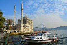 Moschee Ortakoy Istanbul die Türkei stockbilder