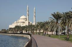Moschee am Scharjah-Nebenfluss Stockfotografie