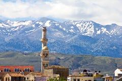 Moschee und Berge Stockbild