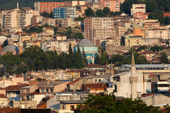 Moschee und viele Häuser in Bursa Stockfotos