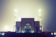 Moscheenbeleuchtung nachts Fogy lizenzfreies stockbild