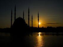 Moscheenschattenbild, Adana-Stadt-Moschee und Sonnenuntergang Lizenzfreies Stockfoto