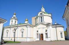 Moscou, église de Saint-Nicolas dans Kuznetsi sur le territoire de l'université humanitaire orthodoxe de St Tikhon Images stock