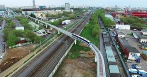 Moscou aérea treina o monotrilho no movimento video estoque