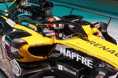 MOSCOU, AGOSTO 31, 2018: Vista no carro de corridas do Fórmula 1 da equipe de Renault no suporte da exposição em MMAC 2018 Mostra fotografia de stock