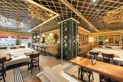 MOSCOU - AOÛT 2014 : Intérieur d'un restaurant à chaînes turc Photographie stock