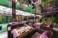 MOSCOU - AOÛT 2014 : L'intérieur est restaurant dinant luxueux et fin Photographie stock