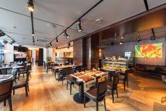 MOSCOU - AOÛT 2014 : L'intérieur est restaurant dinant luxueux et fin Photos stock