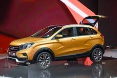 MOSCOU - AOÛT 2016 : Le concept de croix de rayon X de VAZ LADA a présenté chez MIAS Moscow International Automobile Salon le 20  Images stock