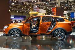 MOSCOU - AOÛT 2016 : VAZ LADA Vesta Cross Concept s'est présenté chez MIAS Moscow International Automobile Salon le 20 août 2016  Photos stock