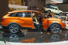 MOSCOU - AOÛT 2016 : VAZ LADA Vesta Cross Concept s'est présenté chez MIAS Moscow International Automobile Salon le 20 août 2016  Image libre de droits