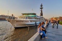 Moscou - 10 04 2017: Barco no parque cultural de Muzeon em Moscou, fotos de stock royalty free