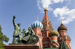Moscou. Le monument à Minin et à Pozharsky sur la place rouge Photographie stock libre de droits