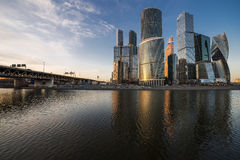 Moscou-cidade do centro de negócios no por do sol Fotografia de Stock Royalty Free