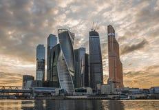 Moscou-cidade do centro de negócios no por do sol Imagens de Stock Royalty Free