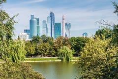 Moscou-cidade internacional do centro de negócios de Moscou dos arranha-céus Fotografia de Stock Royalty Free