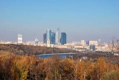 Moscou-cidade. Vista da plataforma de observação de montes do pardal Fotografia de Stock Royalty Free