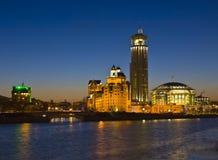 Moscou, constructions modernes la nuit Photographie stock