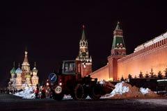 moscou Courses de tracteur de chasse-neige sur la place rouge Photos libres de droits