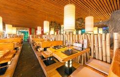 MOSCOU - EM AGOSTO DE 2014: Interior da corrente de restaurante japonesa do sushi Fotografia de Stock