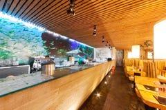 MOSCOU - EM AGOSTO DE 2014: Interior da corrente de restaurante japonesa do sushi Imagens de Stock Royalty Free