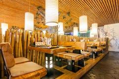 MOSCOU - EM AGOSTO DE 2014: Interior da corrente de restaurante japonesa do sushi Imagem de Stock
