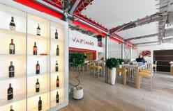 MOSCOU - EM AGOSTO DE 2014: Interior da culinária italiana chain internacional da casa do restaurante Fotos de Stock Royalty Free