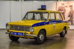 MOSCOU - EM AGOSTO DE 2016: A polícia GAI da milícia de VAZ 2101 de LADA apresentou em MIAS Moscow International Automobile Salon foto de stock