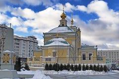 Moscou, Federação Russa - 21 de janeiro de 2017: Localizado na opinião do quadrado da transfiguração da igreja coberta pela neve Imagem de Stock