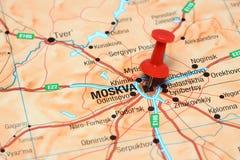 Moscou a goupillé sur une carte de l'Europe Images stock