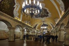 Moscou - 10 janvier 2017 : Train de attente de personnes à Moscou Image stock