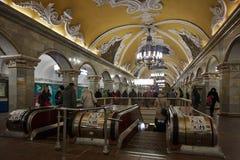 Moscou - 10 janvier 2017 : Train de attente de personnes à Moscou Photos libres de droits