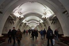 Moscou - 10 janvier 2017 : Train de attente de personnes à Moscou Images stock