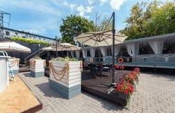 MOSCOU - JUILLET 2014 : Intérieur de restaurant italien de cuisine méditerranéenne élégante - Photographie stock libre de droits