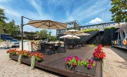 MOSCOU - JUILLET 2014 : Intérieur de restaurant italien de cuisine méditerranéenne élégante - Photo stock