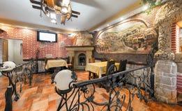 MOSCOU - JUILLET 2014 : Intérieur médiéval du Caucasia de restaurant Photos stock