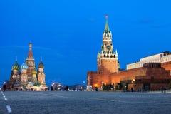 Moscou Kremlin au grand dos rouge dans la nuit Photo libre de droits