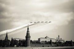 Moscou Kremlin du quai de Sofia en hommage à la victoire Image libre de droits