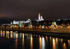 Moscou Kremlin la nuit photos stock