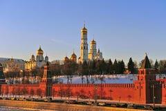 Moscou Kremlin sur le coucher du soleil Images libres de droits