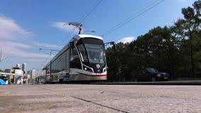 moscou La Russie septembre 2018 : train de monorail Transport en commun moderne avec le système électrique des trains de monorail banque de vidéos