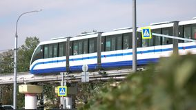 moscou La Russie septembre 2018 : train de monorail Transport en commun moderne avec le système électrique des trains de monorail clips vidéos