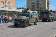 MOSCOU, MAIO, 9, 2018: Parada do feriado da grande vitória do carro blindado Tigr M de veículo militar do russo para o transporte Fotografia de Stock