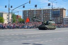 MOSCOU, MAIO, 9, 2018: Parada do feriado da grande vitória do CV de Koalitciya dos veículos militares do russo Tanques em ruas e  Fotos de Stock
