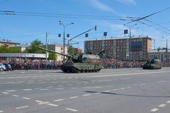 MOSCOU, MAIO, 9, 2018: Parada do feriado da grande vitória do CV de Koalitciya dos veículos militares do russo Tanques em ruas e  Imagens de Stock